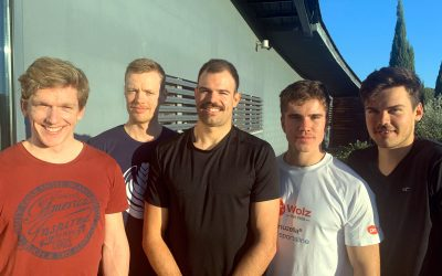 Fünf Ruderer tragen Schnurrbart für den guten Zweck